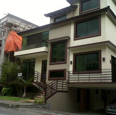 Zen house 2 mckinley hill village zen house fort for Small house zen design